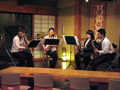 信州バリアフリーの世界松本浅間温泉 ホテル玉の湯(玉之湯) 車坐コンサート 今夜はサックスの演奏でした