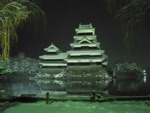 松本浅間温泉ホテル玉之湯 雪の松本城